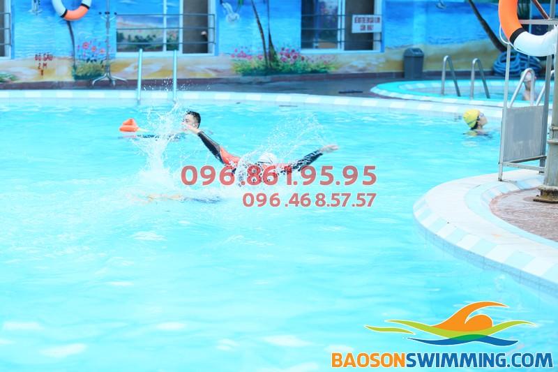 Học bơi bể nước nóng Bảo Sơn với hình thức kèm riêng chất lượng
