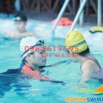 Lớp học bơi cho người lớn giá rẻ bể bơi Bảo Sơn, có HLV nữ kèm riêng