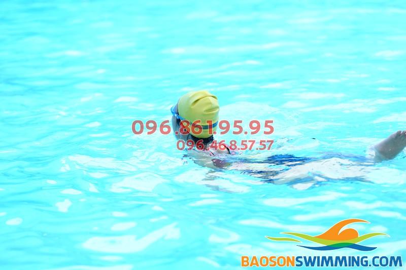 Học viên Bảo Sơn Swimming dành thời gian bơi mỗi ngày