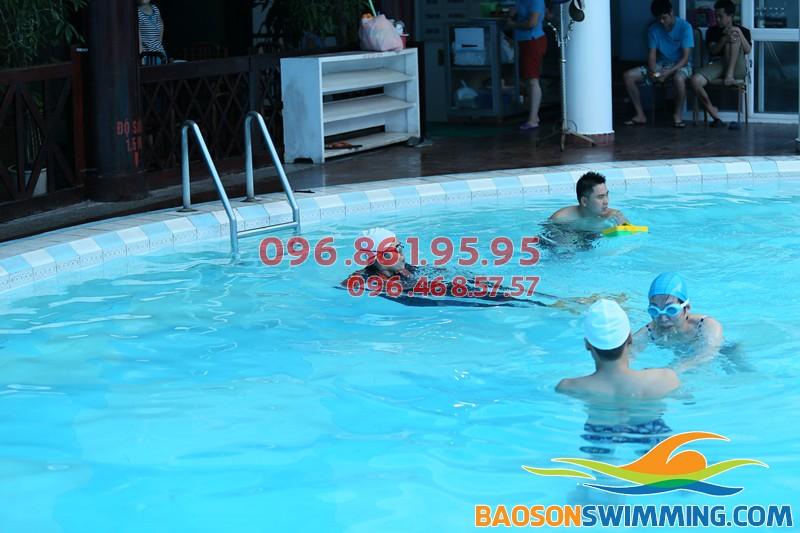 Dạy học bơi mùa đông bể bơi nước nóng khách sạn Bảo Sơn uy tín, giá rẻ