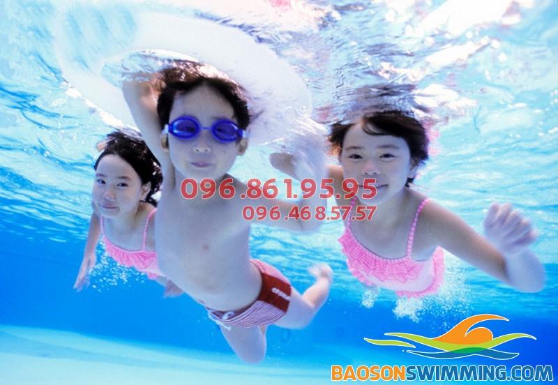 Học bơi mùa đông cho trẻ những kỹ năng sống cần thiết