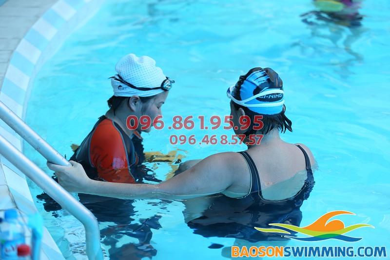 Học bơi ở bể bơi nước nóng khách sạn Bảo Sơn mùa đông 2017