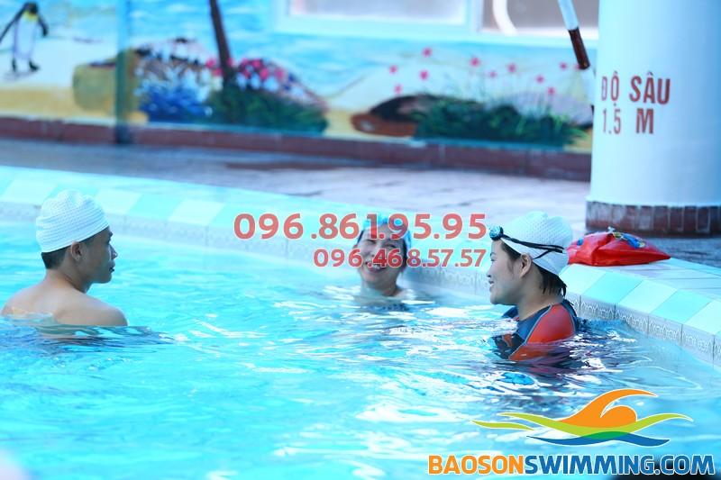 Biết bơi nhanh chóng khi tham gia lớp học bơi cho người lớn bể nước nóng Bảo Sơn 2017