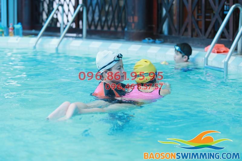 Thông tin khóa học bơi ếch cơ bản bể nước nóng Bảo Sơn dành cho bé - 01