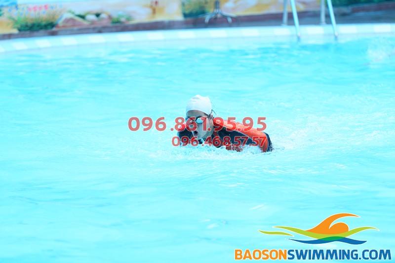 Lớp học bơi mùa đông giá rẻ tại bể bơi nước nóng khách sạn Bảo Sơn