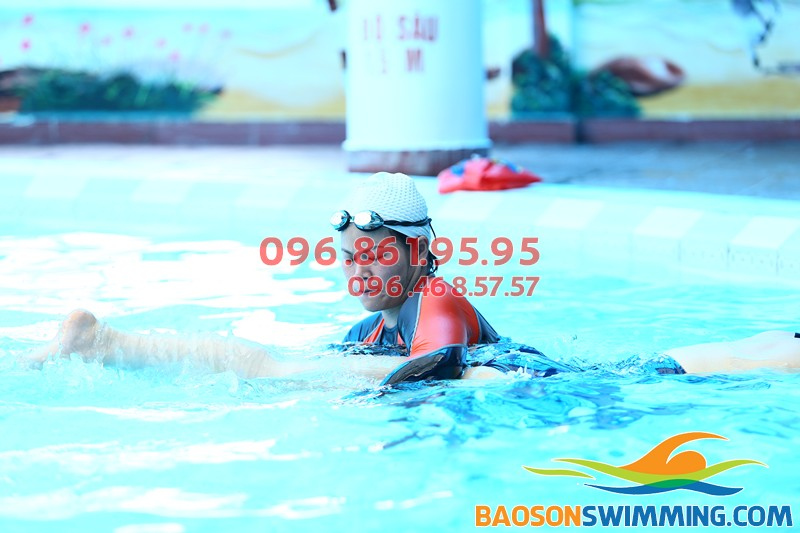 Học bơi ếch kèm riêng ở bể bơi Bảo Sơn: 1 khóa học bơi bao nhiêu tiền?
