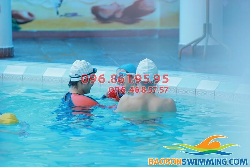 Học bơi bể Bảo Sơn 2018 cùng các giáo viên chuyên nghiệp