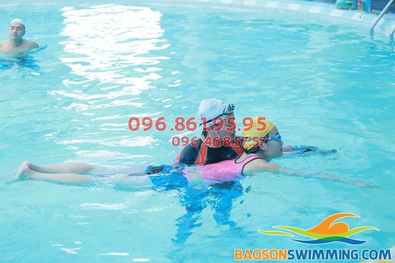 Lớp học bơi người lớn với hình thức dạy kèm riêng chất lượng tại bể Bảo Sơn