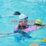 Học bơi cấp tốc bể Bảo Sơn: 1 khóa học bơi bao nhiêu tiền?