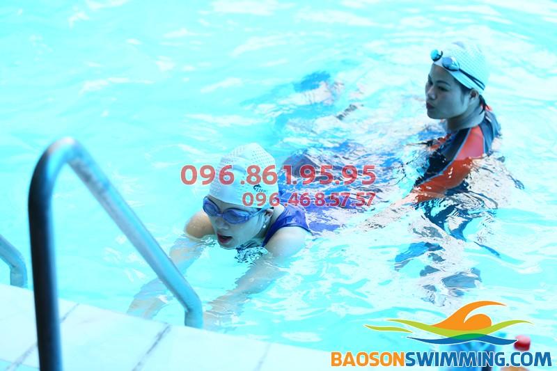 Lớp học bơi dành cho người lớn bể bơi khách sạn Bảo Sơn giá tốt nhất
