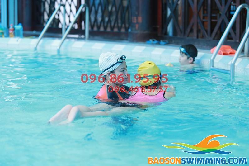 Các lớp học bơi dành cho trẻ em kèm riêng ở bể bơi Bảo Sơn 2018