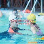 """HLV chuyên nghiệp mách """"tuyệt chiêu"""" học bơi hiệu quả"""