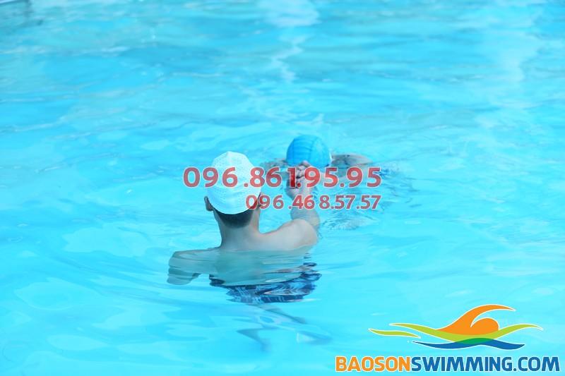 Các lớp học bơi trẻ em bể Bảo Sơn 2018 đều được tổ chức với hình thức kèm riêng