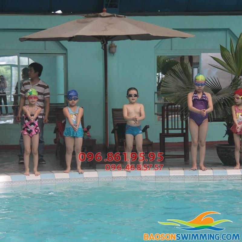 Thường xuyên bơi lội trong quá trình giảm cân