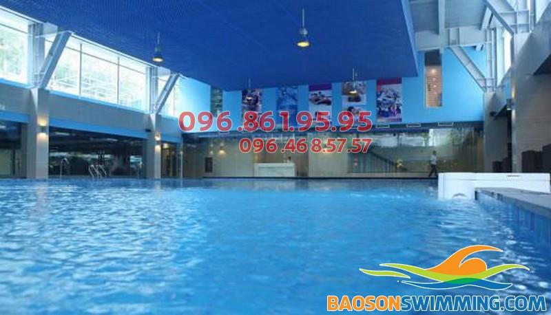 Bể bơi trong nhà Đặng Tiến Đông