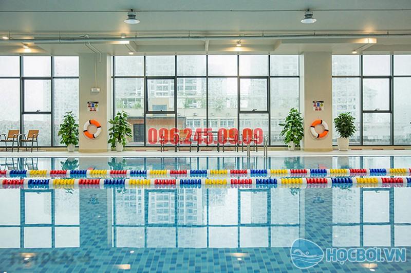 Học bơi ở bể bơi bốn mùa Thanh Xuân - The Legend Pool