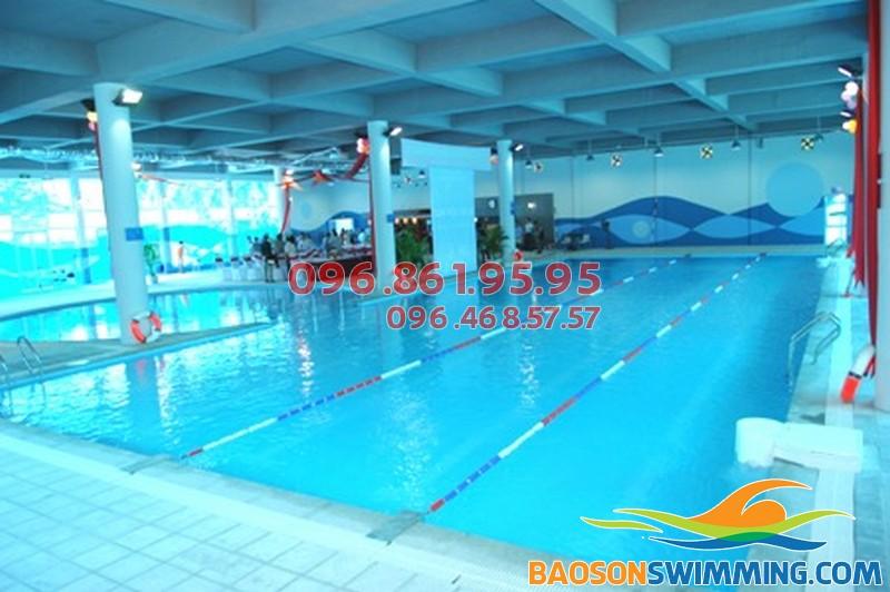 Dạy học bơi cho người lớn tại bể bơi Vạn Bảo