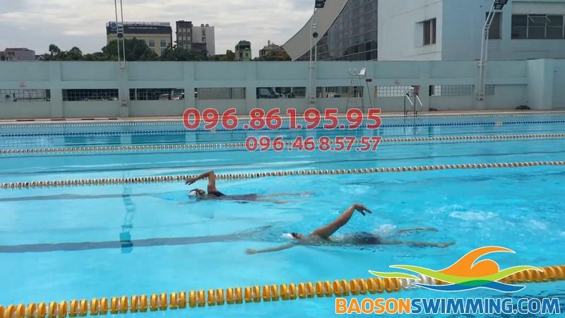 Dạy bơi kèm riêng tại bể bơi bốn mùa Mỹ Đình