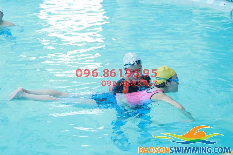 Các lớp học bơi cấp tốc ở Bảo Sơn được tổ chức với hình thức dạy kèm riêng