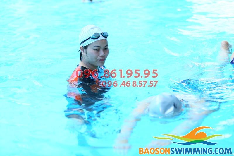 Dạy bơi kèm riêng tại các lớp học bơi cấp tốc