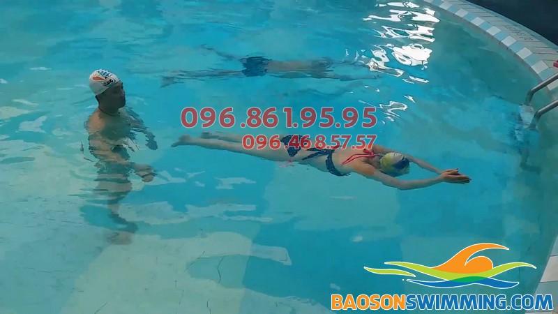 Tham gia các lớp dạy bơi người lớn ở Bảo Sơn bạn sẽ được chọn giáo viên nam hoặc nữ theo nhu cầu