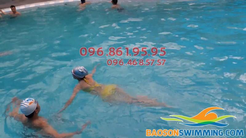Lớp học bơi Bảo Sơn được tổ chức với hình thức dạy kèm riêng