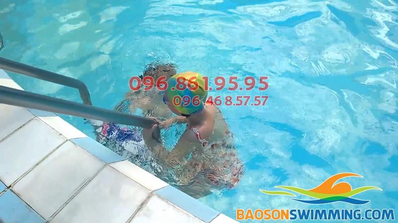 Lớp học bơi kèm riêng cho bé 5 tuổi được tổ chức taị bể bơi Bảo Sơn
