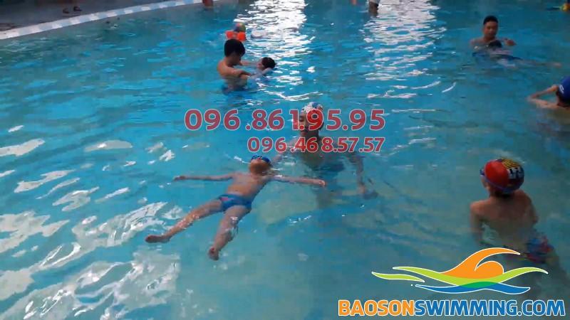 Lớp học bơi ở Mỹ Đình nhận dạy bơi cho cả trẻ em và người lớn
