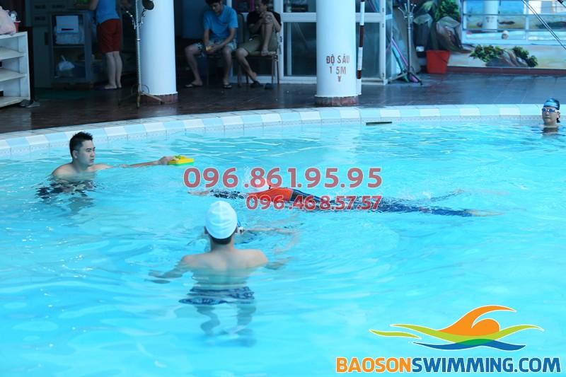 2018 hè này cho con học gì? Lớp dạy bơi cho trẻ em tại Hà Nội tốt nhất