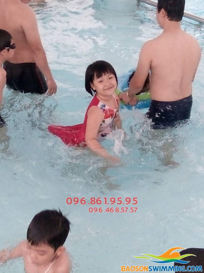 Học bơi 2018 - Lớp học bơi khu vực Cầu Giấy trẻ em, người lớn tốt nhất