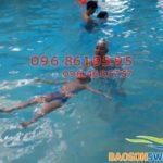 Cho bé tập bơi ở đâu tốt và an toàn nhất?