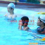 Trẻ 5 tuổi học bơi khách sạn Bảo Sơn bao nhiêu tiền 1 khóa kèm riêng?