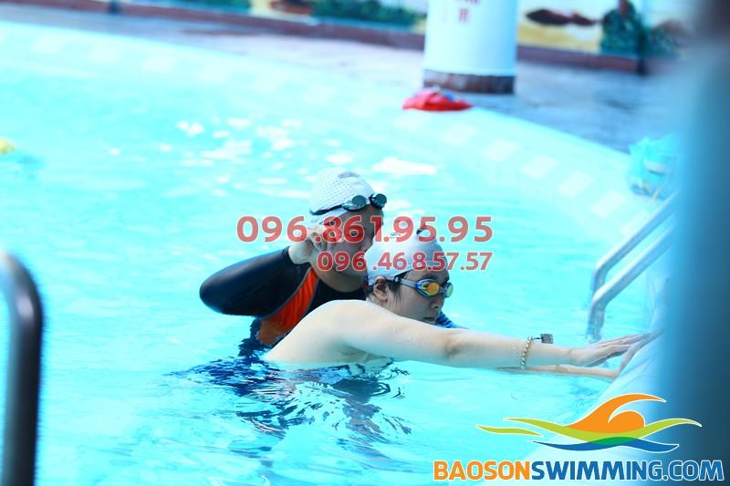 Học bơi Bảo Sơn 2018 học viên được học với VĐV, được cam kết bơi tốt