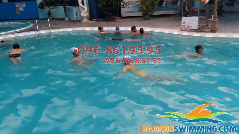 Lớp học bơi cho trẻ em ở Bảo Sơn được tổ chức với hình thức dạy kèm riêng chất lượng