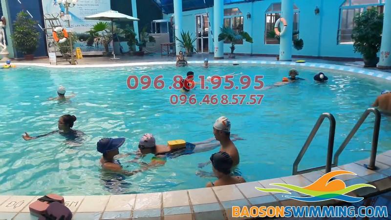 Bể bơi Bảo Sơn sạch sẽ, lý tưởng cho bé học bơi
