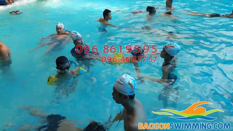 Học bơi ở Bảo Sơn, bé được học bơi ếch và các kỹ thuật bơi cơ bản
