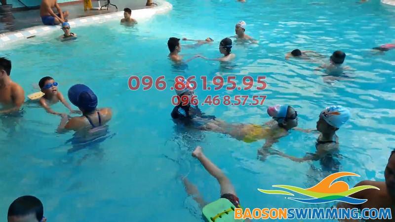 Học bơi ở Bảo Sơn, bé được học bơi với những giáo viên chuyên nghiệp