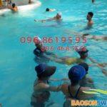 Không cho bé học bơi mẹ sẽ hối tiếc khi biết những lợi ích sau