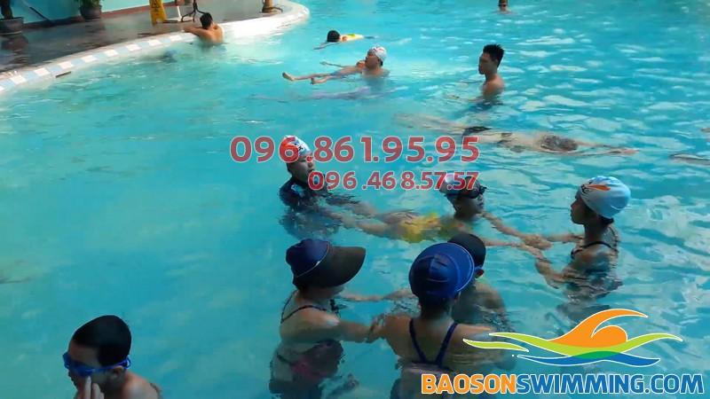 Bơi lội giúp trẻ trở nên năng động hơn, khỏe khoắn hơn