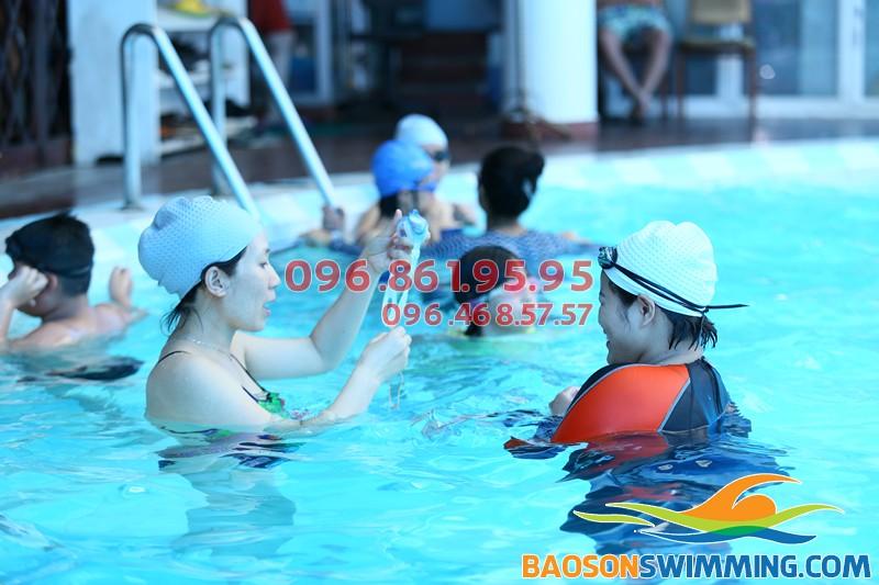 Lớp học bơi kèm riêng dành cho người lớn ở bể bơi Bảo Sơn tốt nhất