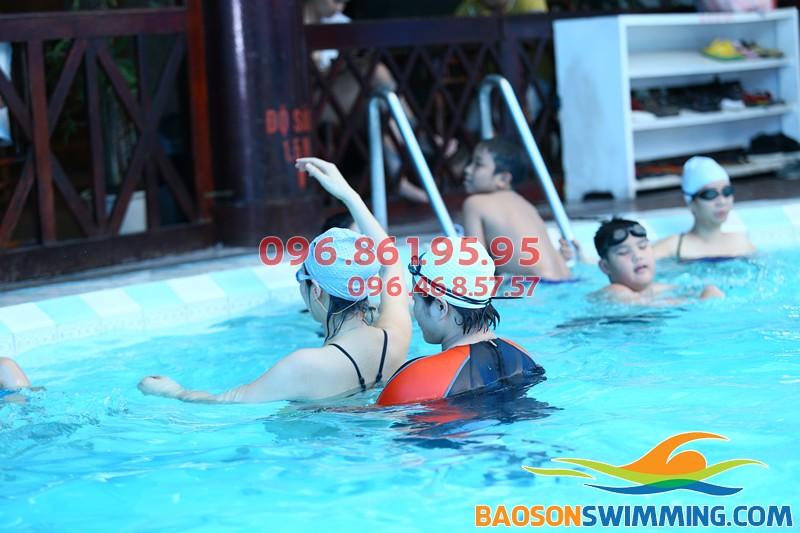 Lớp học bơi khách sạn Bảo Sơn 2018 với VĐV chuyên ngiệp kèm riêng