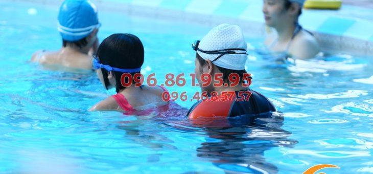 Review những địa chỉ học bơi trẻ em tốt nhất Hà Nội