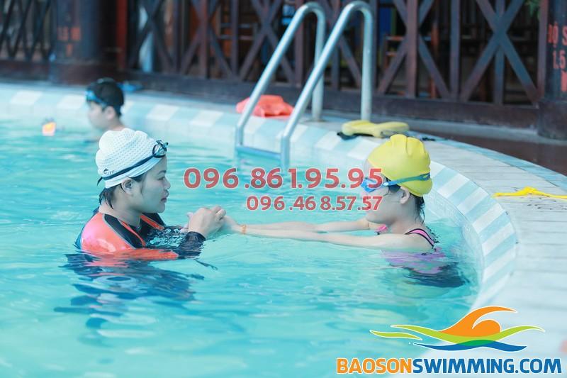 Học viên học bơi ở Bảo Sơn được chủ động đăng ký lịch học phù hợp với lịch làm việc, công tác của mình