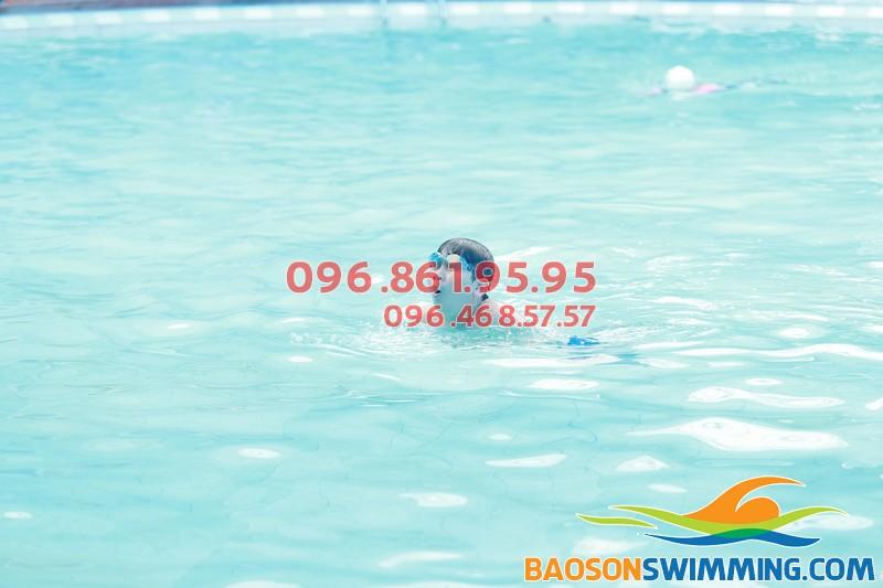 Bé học bơi ở Bảo Sơn được học bơi ếch và các kỹ năng an toàn bơi cực cần thiết