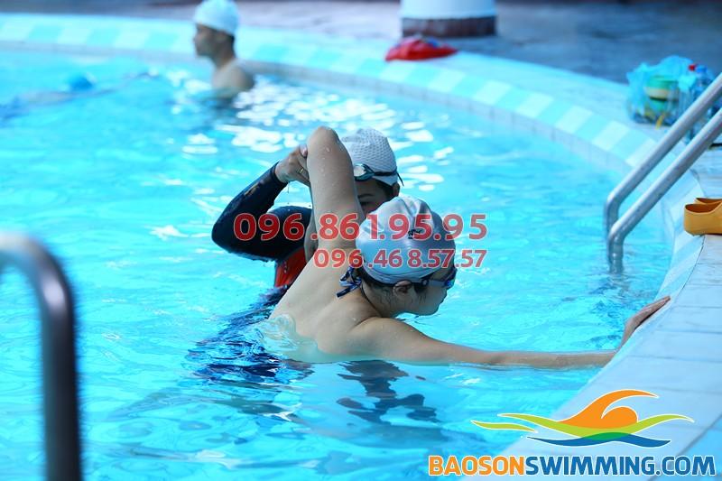 Trung tâm dạy bơi chuyên nghiệp ở bể bơi khách sạn Bảo Sơn