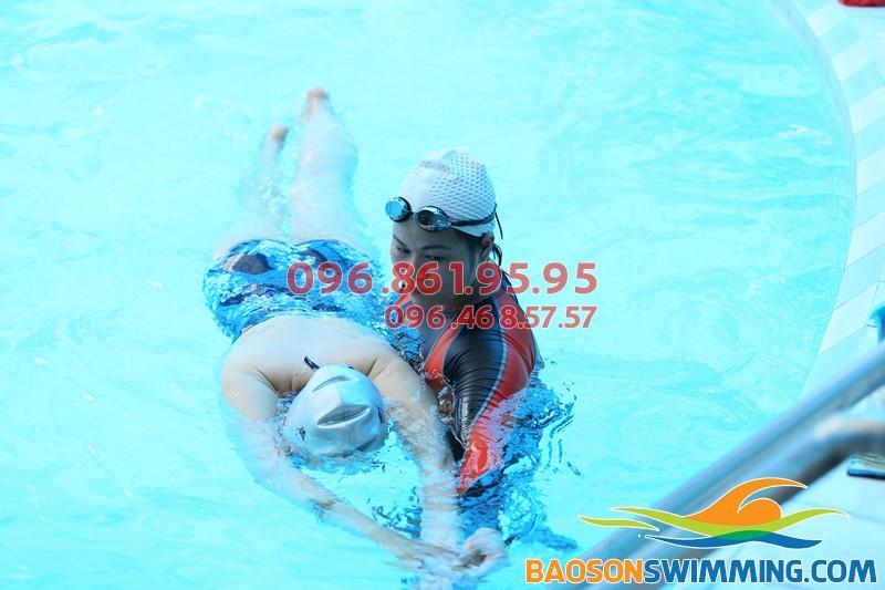 Trung tâm dạy bơi chuyên nghiệp, dạy bơi bể bơi khách sạn Bảo Sơn giá rẻ