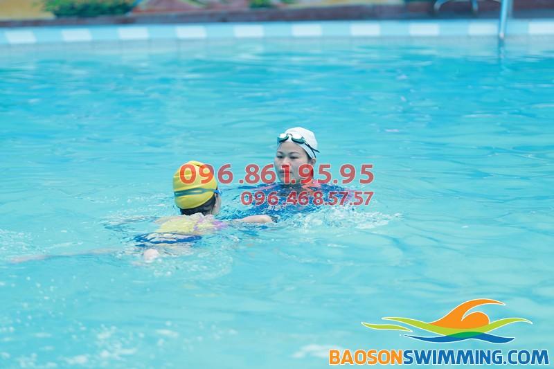 Lớp học bơi ở Hà Nội giá rẻ, tốt nhất ở bể bơi khách sạn Bảo Sơn