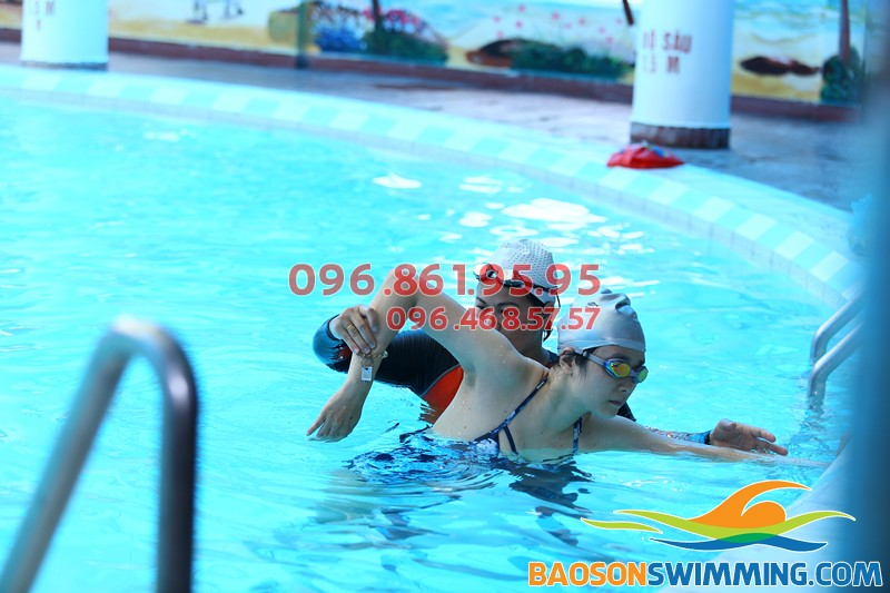 Lớp học bơi kèm riêng giáo viên nữ dạy bơi Hà Nội 2018 tốt nhất