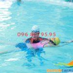 Lớp học bơi bể bơi bốn mùa Bảo Sơn 2020 có giáo viên nữ kèm riêng