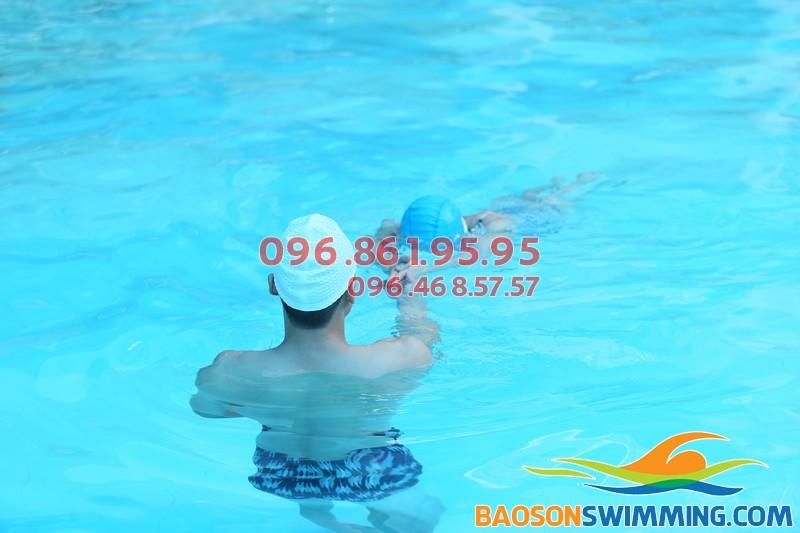 Học bơi bể nước nóng Bảo Sơn với hình thức dạy kèm riêng an toàn, chất lượng